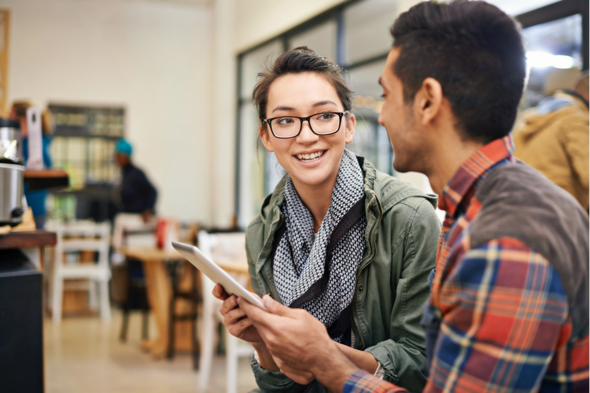 two-students-tablet_iStock_000051784306jpg