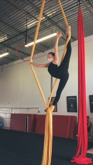 aerial-dance-storytelling-emmie-dabell